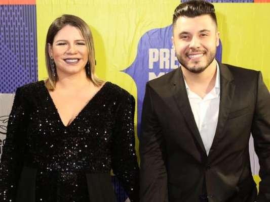 Marília Mendonça exibe barriga de grávida e posa com o namorado, Murilo Huff, no Prêmio Multishow 2019 nesta terça-feira, dia 29 de outubro de 2019