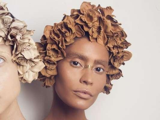 Moda entre as famosas: conheça o pinching, acessório para o rosto que já conquistou famosas fashionistas