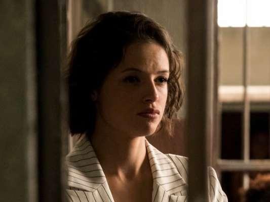 No último capítulo da novela 'A Dona do Pedaço', Josiane (Agatha Moreira) vai receber a visita da mãe, Maria da Paz (Juliana Paes) em sequência gravada em hospital psiquátrico