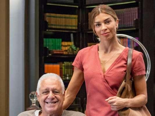 Nos próximos capítulos da novela 'Bom Sucesso', Paloma (Grazi Massafera) admite ciúme após ver Alberto (Antonio Fagundes) e Vera (Ângela Vieira) se beijando