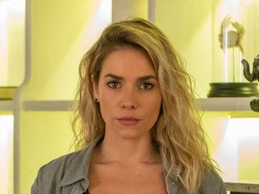 Nos próximos capítulos da novela 'A Dona do Pedaço', advogado de Josiane (Agatha Moreira) ataca Yolanda (Monique Alfradique) durante o julgamento da filha de Maria da Paz (Juliana Paes)