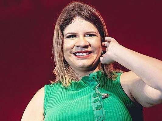 Marília Mendonça parabenizou a mãe do namorado, Murilo Huff, na web nesta quarta-feira, 6 de novembro de 2019