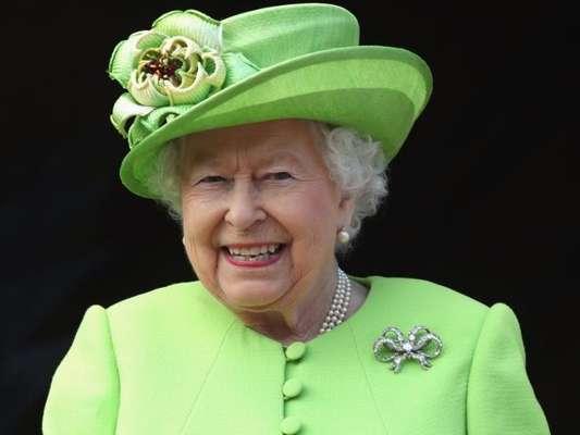 Rainha Elizabeth II não comprará roupas e acessórios de pele