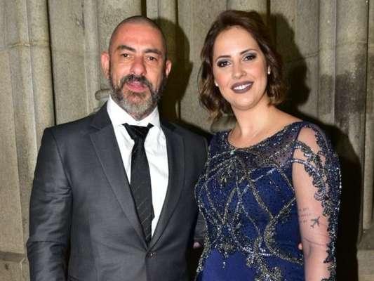 Henrique Fogaça revelou que reatou o seu casamento com Carine Ludvic