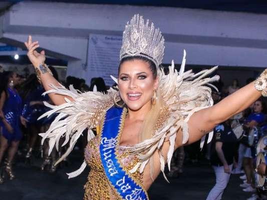 Carnaval 2020: Ana Paula Minerato apostou em decote e look com pedraria para ser coroada nova musa de bateria da Acadêmicos do Tatuapé neste sábado, 9 de novembro de 2019