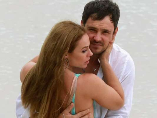 Paolla Oliveira e Sérgio Guizé gravam cena de novela 'A Dona do Pedaço' na praia nesta terça-feira, dia 19 de novembro de 2019