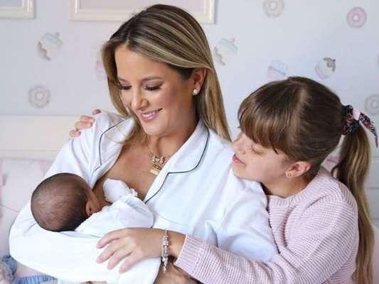 Família fashion! Tici Pinheiro combina look com filhas, Manu e Rafa, em foto postada nesta quarta-feira, dia 20 de novembro de 2019