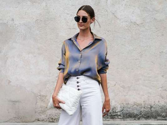 Moda no verão: looks com vestido preto, calça jeans e mais peças básicas do closet para a estação. Inspire-se!