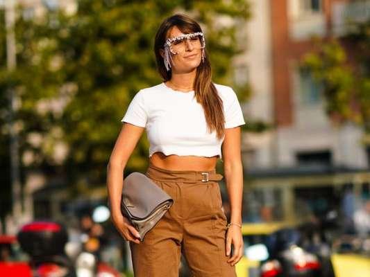 Top cropped e calça: 9 fotos de looks poderosos que vão te convencer a apostar na combinação queridinha do street style. Inspire-se!