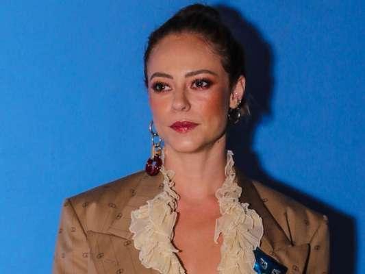 Paolla Oliveira apostou em um look grifado para premiação nesta segunda-feira, dia 02 de dezembro de 2019