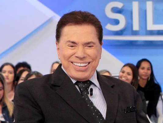 Silvio Santos reagiu com ironia após ser acusado de racismo com participante do seu programa. O apresentador entregou prêmio a uma candidata após o auditório escolher outra como a melhor