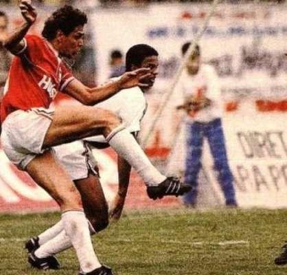 Roberto Dinamite enfrenta o Vasco, no empate sem gols entre o Cruz-Maltino e a Portuguesa