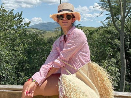 Moda de verão: 5 itens para levar na viagem de férias segundo as trends das famosas. Confira!