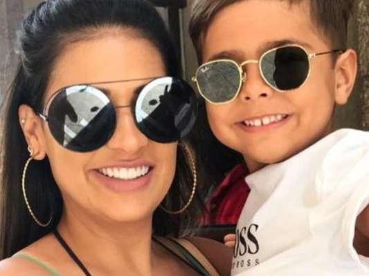 Filho de Simone grava vídeo com padre Fábio de Melo e cantora se diverte ao comentar nesta segunda-feira, dia 13 de janeiro de 2020