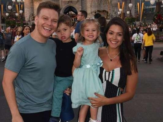 Michel Teló e Thais Fersoza curtem férias com os filhos na Disney dos Estados Unidos nesta terça-feira, dia 14 de janeiro de 2020
