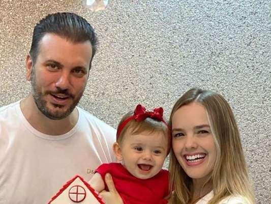 Filha de Thaeme Mariôto ganhou dos pais festa para comemorar seus 9 meses. 'Que amor!!! Viva essa princesa linda!', vibrou Sabrina Sato