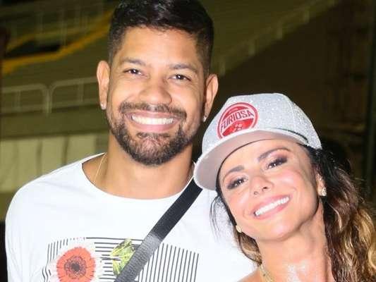 Viviane Araujo recebeu namorado, Guilherme Militão, em ensaio do Salgueiro nesta sexta-feira, 31 de janeiro de 2020