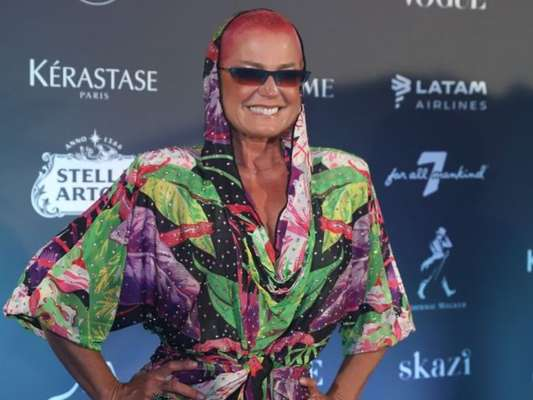 Famosas apostam em vestidos e looks volumosos para festa de luxo nesta sexta-feira, dia 07 de fevereiro de 2020