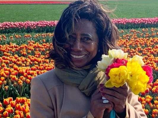 Gloria Maria exibe foto de biquíni e comemora reta final de tratamento nesta quarta-feira, dia 12 de fevereiro de 2020