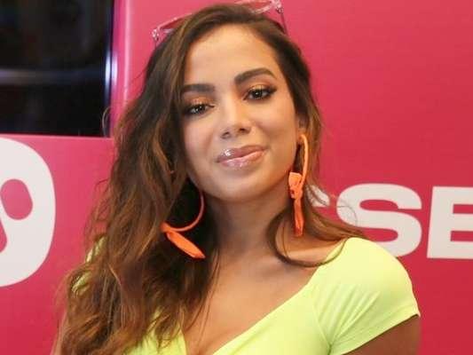 Anitta se revolta com rumor de caso com Lexa em viagem de amigas para Aspen, nos Estados Unidos: 'Gostaria de manifestar meu total repúdio e incredulidade sobre a notícia falsa'