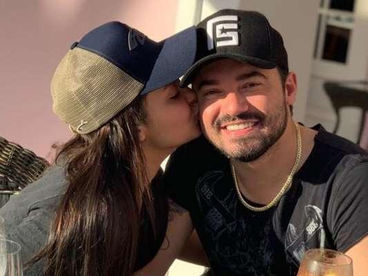 Fernando Zor surpreendeu namorada, Maiara, com buquê de flores no Valentine's Day nesta sexta-feira, 14 de fevereiro de 2020