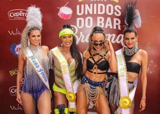 "Livia Andrade, Gracyanne Barbosa, Sabrina Sato, Fernanda Motta, Simone Sampaio e Fernanda Lacerda no ""Carnaval da Sabrina Sato"""