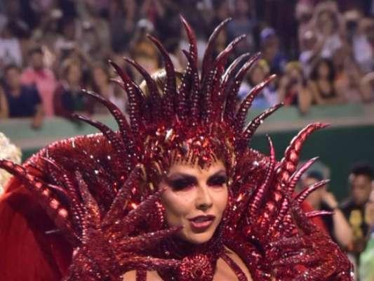 Viviane Araujo usou fantasia all red e representou a 'luxúria do mal' em desfile de carnaval da Mancha Verde na madrugada deste sábado, 22 de fevereiro de 2020