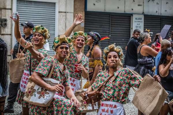 Foliões no Bloco Cordão da Bola Preta, no centro do Rio de Janeiro, neste sábado, 22.