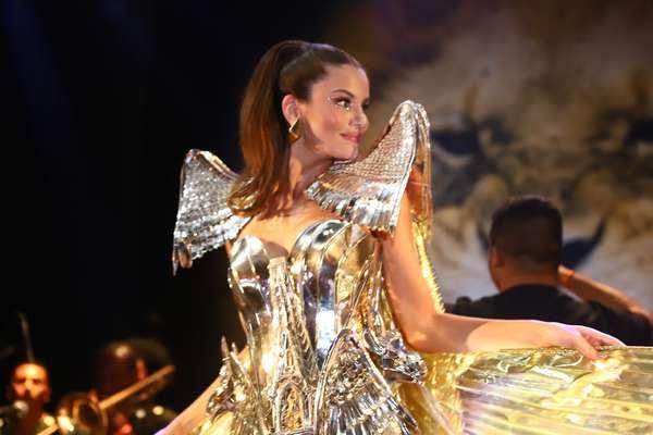 Camila Queiroz no Baile do Copa