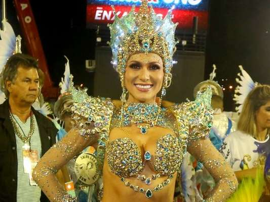 Lívia Andrade fez sua estreia como rainha de bateria no Rio de Janeiro na madrugada desta segunda-feira, 24 de fevereiro de 2020