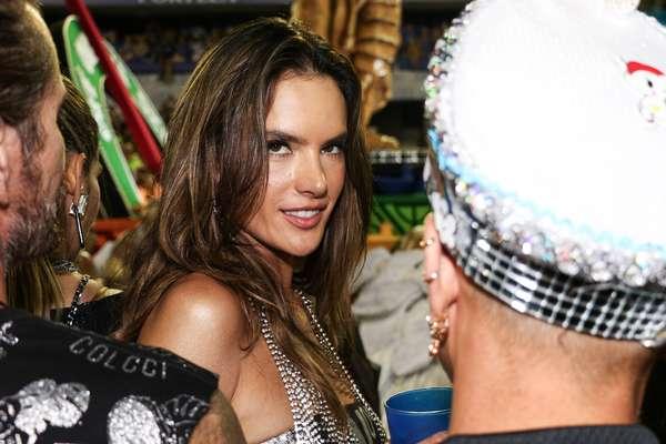 A modelo Alessandra Ambrosio veio ao Brasil especialmente para o Carnaval