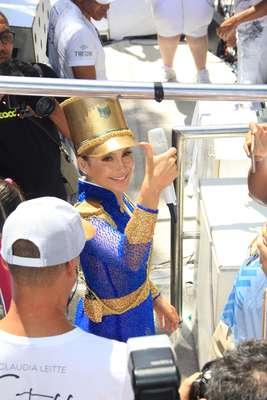 Claudia Leitte se inspirou em Maria Quitéria para compor um de seus looks de Carnaval.