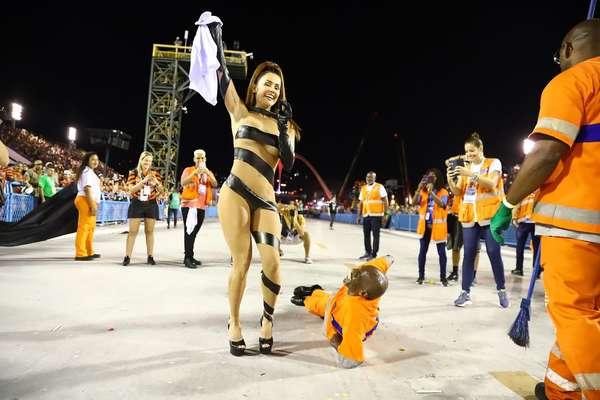Déborah Secco dançou ao lado de Renato Sorriso na Sapucaí.