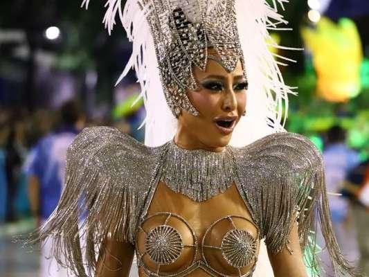 Sabrina Sato elogia a substituta, Aline Riscado, após desfile da Vila nesta segunda-feira, dia 25 de fevereiro de 2020