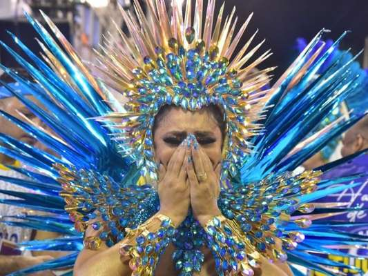 Rainha de bateria da Unidos da Tijuca, Lexa chorou durante desfile na Sapucaí na madrugada desta terça-feira, 25 de fevereiro de 2020