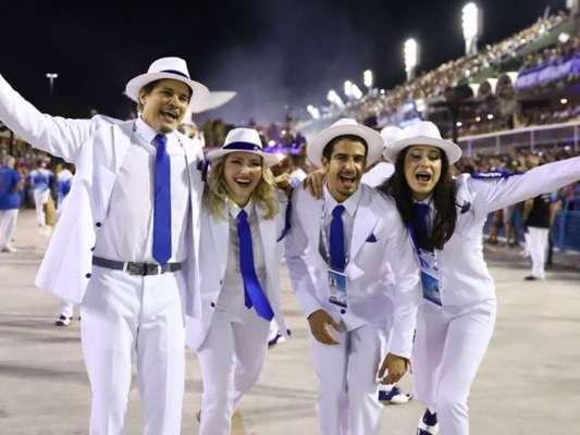 Família no samba: Sophia Raia e Enzo saem na Beija-Flor com pai, Edson Celulari. Veja fotos do desfile neste domingo, dia 25 de fevereiro de 2020