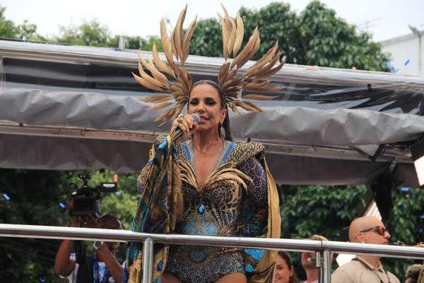 Ivete Sangalo anima foliões no último dia de folia em Salvador