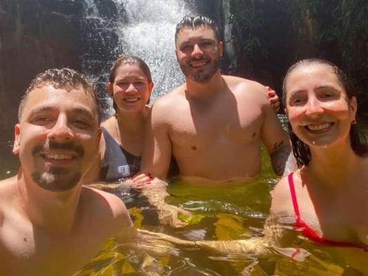 Marília Mendonça mostrou banho de cachoeira com namorado, Murilo Huff, nesta quarta-feira, 26 de fevereiro de 2020