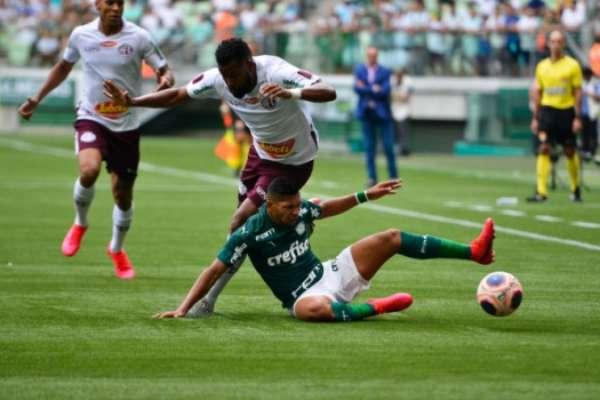 Veja imagens de Palmeiras 1 x 1 Ferroviária