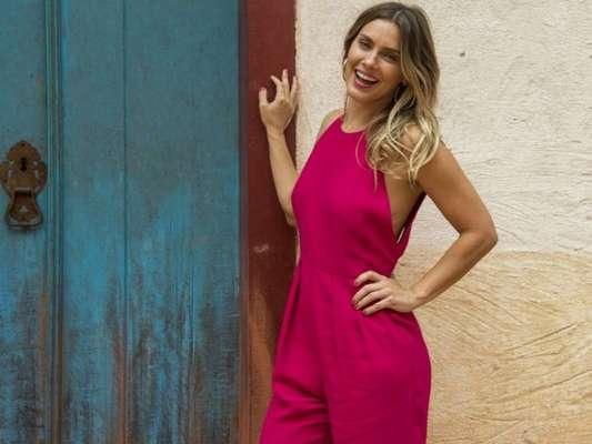 Carolina Dieckmann dança zumba com filho caçula e famosos elogiam: 'Lindos'. Veja vídeo postado pela atriz nesta quarta-feira, dia 18 de março de 2020