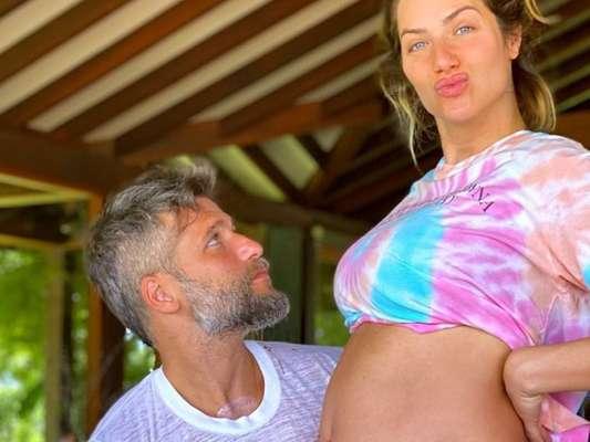 Bruno Gagliasso pede 4º filho para Giovanna Ewbank em vídeo