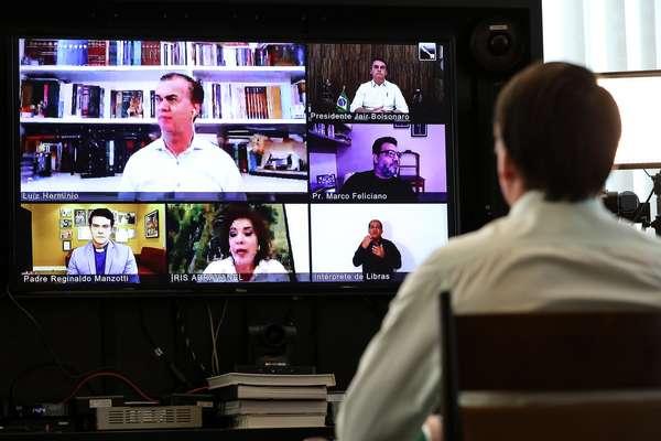 Bolsonaro participou da videoconferência com religiosos de uma sala no Palácio da Alvorada, residência oficial da Presidência da República