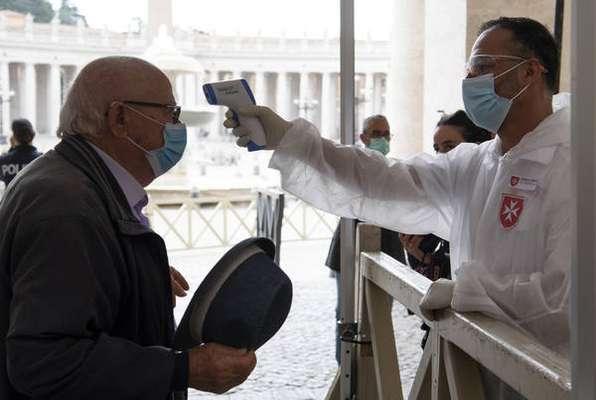 Após missa, fiéis puderam voltar a frequentar a basílica