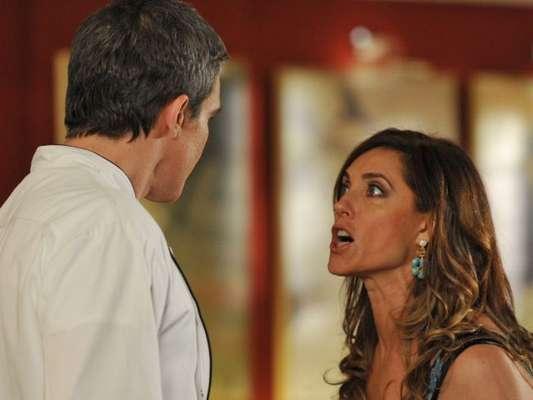 Novela 'Fina Estampa': Tereza Cristina (Christiane Torloni) humilha René (Dalton Vigh) ao deixar ex na miséria. 'Você não tem nada. Essa casa e o restaurante... É tudo meu. Só meu'