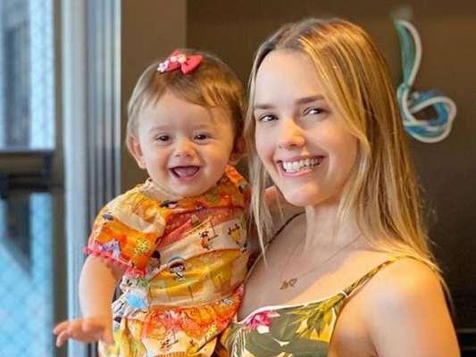 Thaeme se anima com empolgação da filha, Liz, para tomar remédio. Confira vídeo compartilhado pela artista na terça-feira, dia 08 de julho de 2020