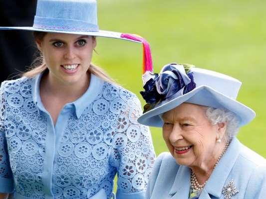Vestido de noiva histórico! Look de Princesa Beatrice tem 53 anos e era da avó. Saiba detalhes em matéria nesta segunda-feira, dia 20 de julho de 2020