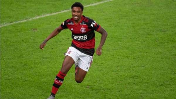 Imagens recentes de Vitinho pelo Flamengo