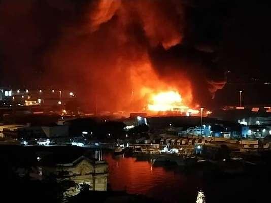 Incêndio no Porto de Ancona, na Itália