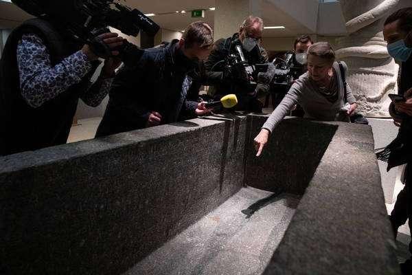 Ao menos 70 obras foram danificadas com uma 'substância oleosa' na Ilha de Museus de Berlim