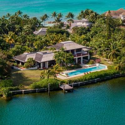 A casa do mais famoso intérprete do personagem James Bond fica em condomínio onde vivem menos de 100 privilegiados